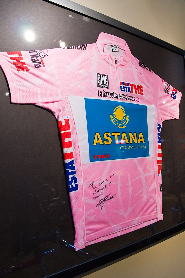Alberto Contador's Giro d' Italia Jersey dedicated to Lance Armstrong